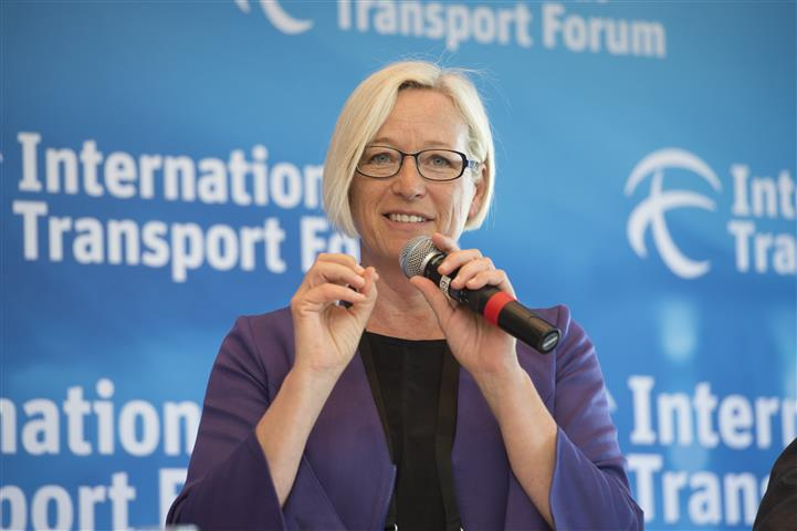 Transport Ministers discuss funding dilemma at global summit