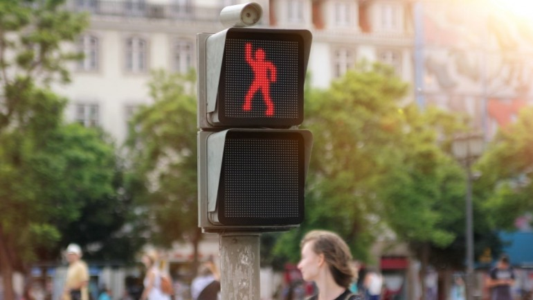 Dancing traffic light entertains pedestrians and improves safety