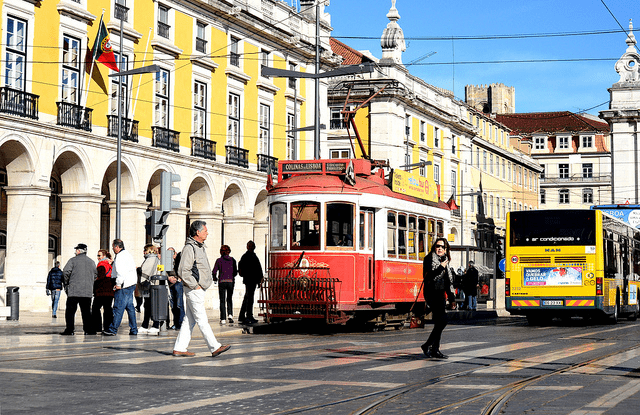 Lisbon introduces car restrictions (Portugal)
