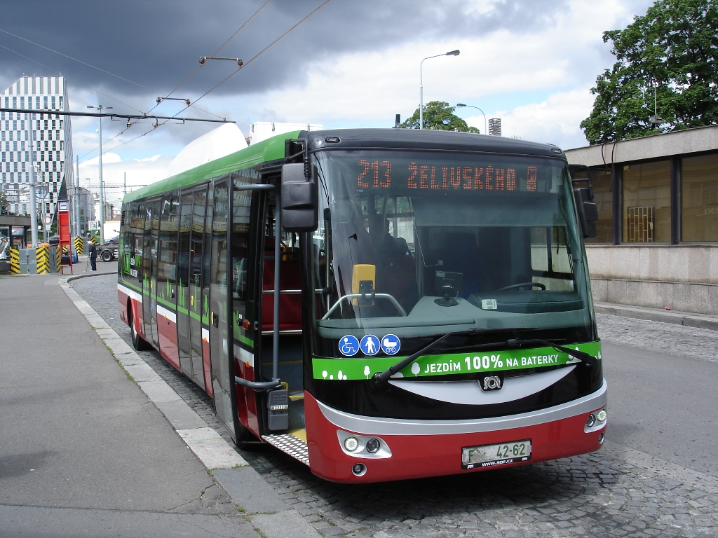 Prague tests electric buses