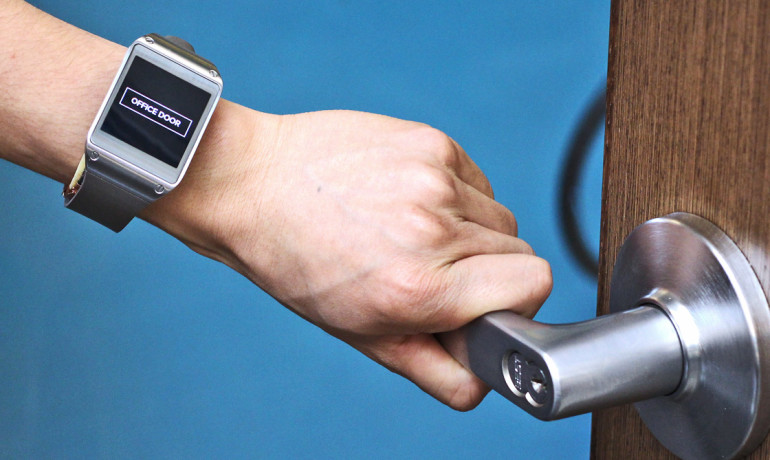 Smartwatch 'IoT' uses body as antenna