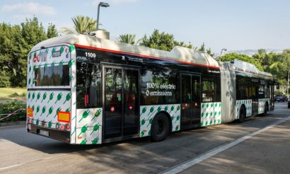 Barcelona unveils two new electric buses and a rapid-charging station