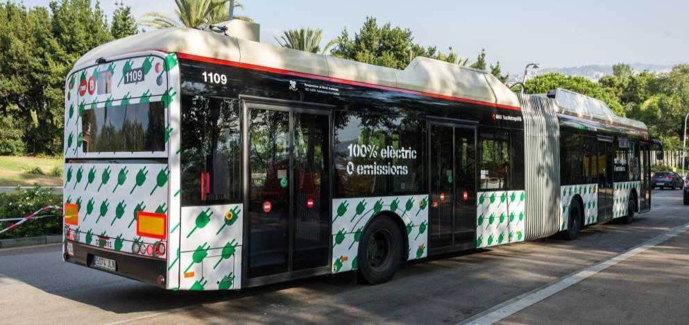 Barcelona unveils electric buses and rapid-charging station