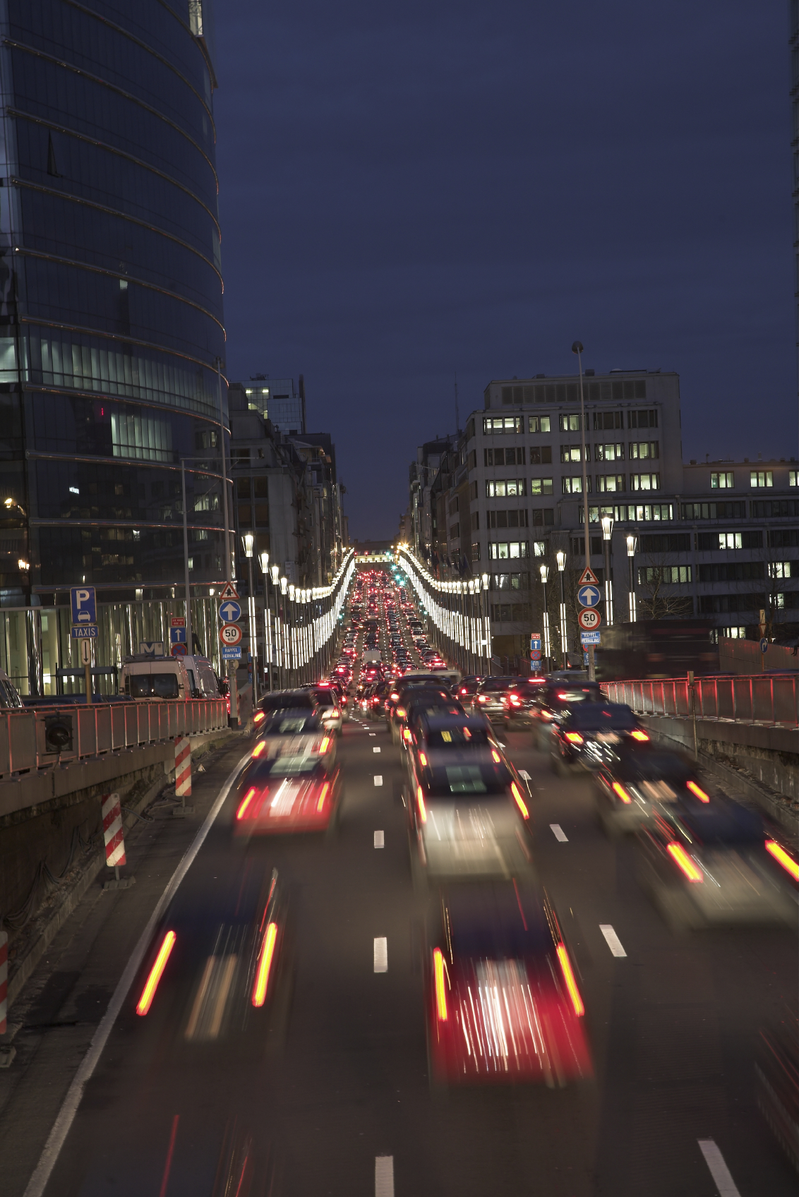 London 'mini-Holland' pilot scheme cuts traffic by half (UK)