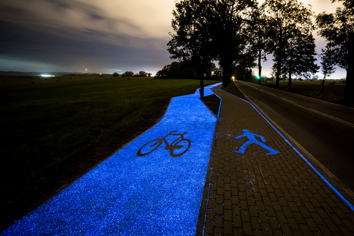 Polish town tests glowing solar-powered bike path