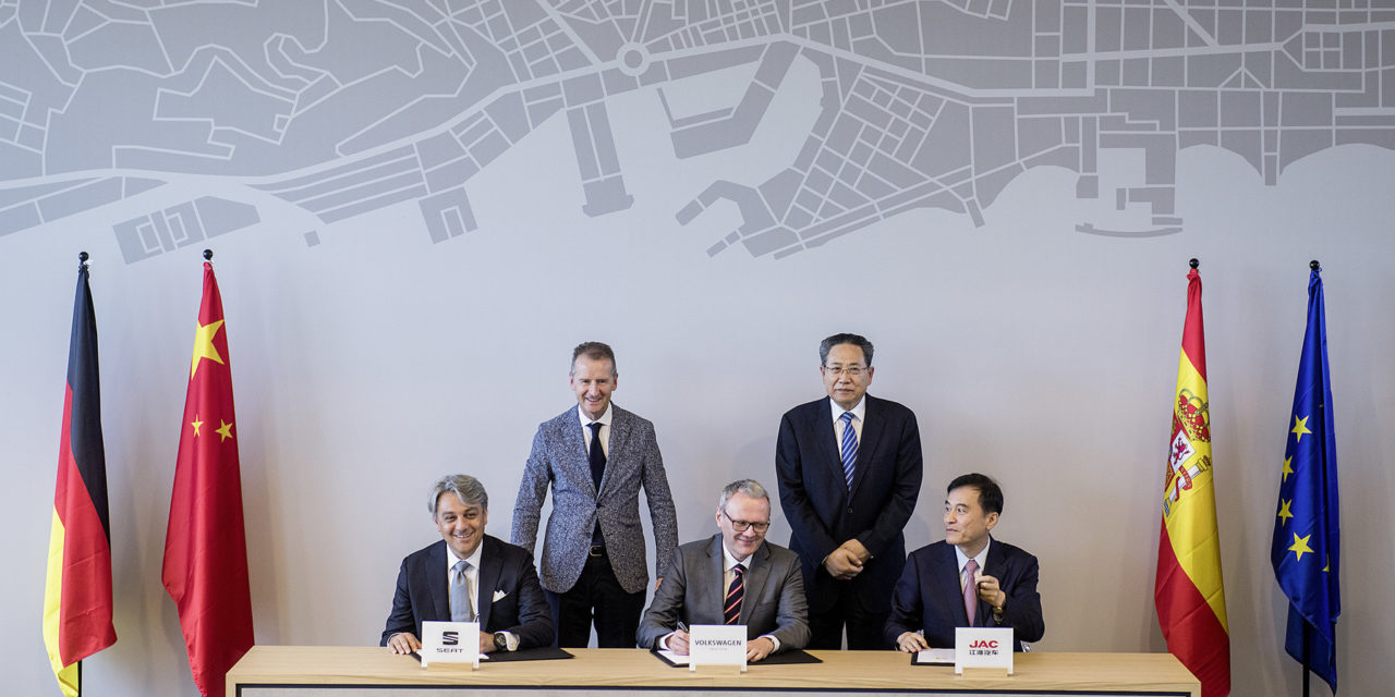 Volkswagen strengthens activities in China with market entry of SEAT and Smart City Project